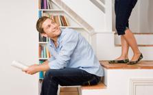 Poser des étagères sous-escalier