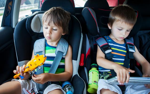 enfants-voiture-voyage-main.JPEG