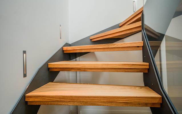 escalier-acier-avec-marches-bois-main.JP
