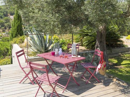 Bien choisir du mobilier de jardin résistant - Ooreka
