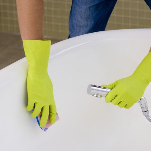 Comment enlever les traces de calcaire d'une baignoire?