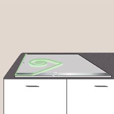 Poser une plaque de cuisson sur un plan de travail