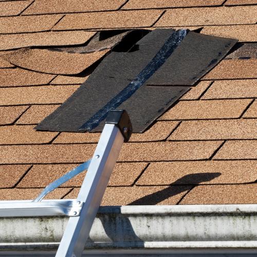 Comment identifier une fuite d'eau sur un toit ?