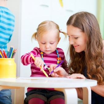 Bien choisir une baby-sitter