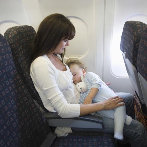 Prendre l'avion avec un bébé