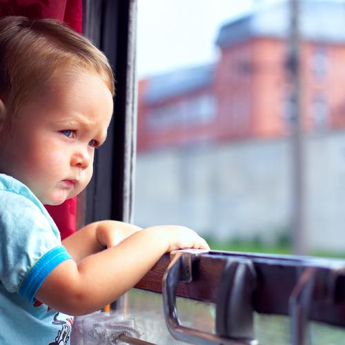 Faire voyager un enfant seul en train
