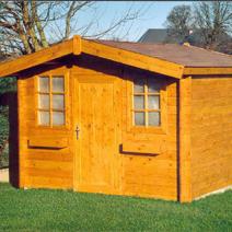Construire un toit à deux pentes pour son abri de jardin