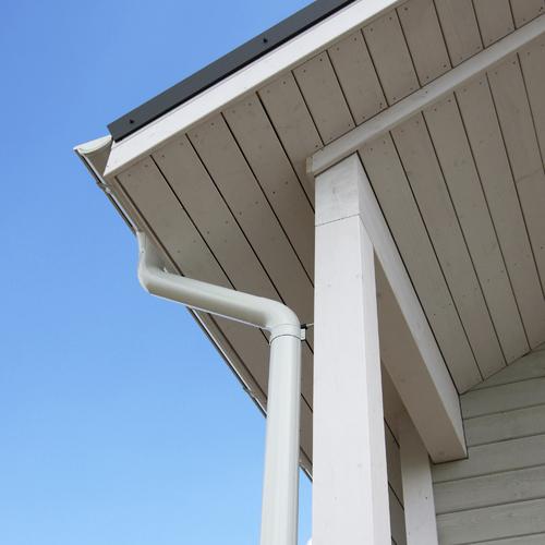 Poser des dessous de toit en bois