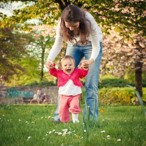 Aider son bébé à apprendre à marcher
