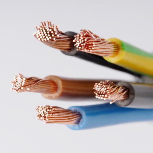 Étamer un fil électrique en cuivre