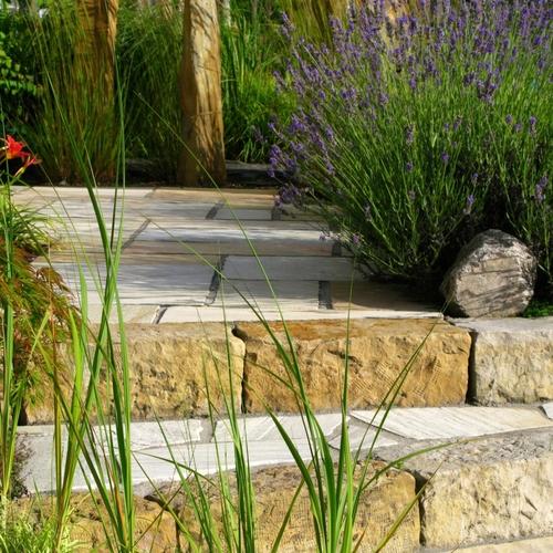 Construire un escalier de jardin en dalles