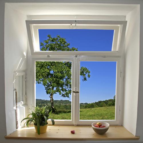 Poser une fenêtre PVC et bois en rénovation