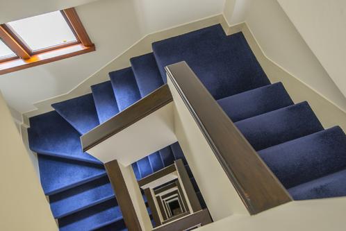 Moquette d 39 escalier prix et pose ooreka for Pose moquette escalier