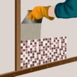 Poser de la mosaïque dans une cuisine