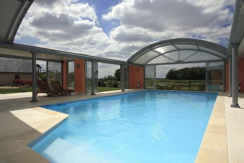Abri piscine infos et conseils sur l 39 abri de piscine for Piscine desjoyaux niort