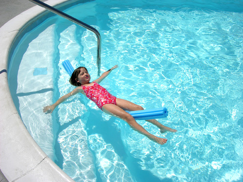 Escalier pour piscine hors sol : atouts et modèles