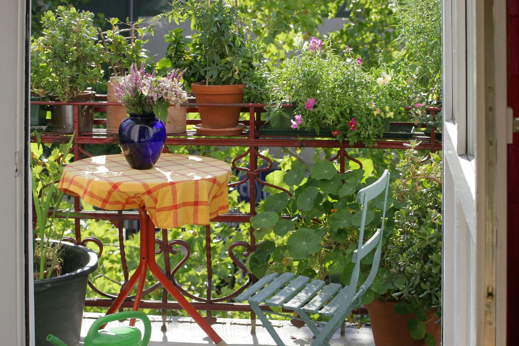 meuble balcon mat riau et prix de meubles de balcon ooreka. Black Bedroom Furniture Sets. Home Design Ideas