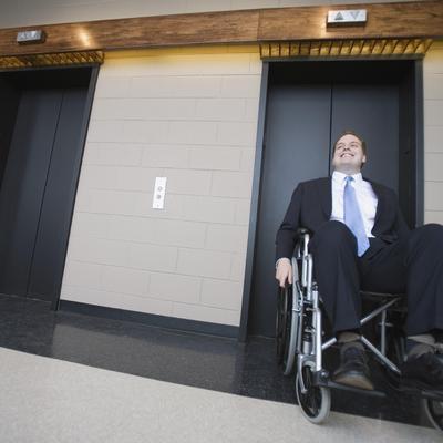 Ascenseur pour personnes handicapées dans un BH