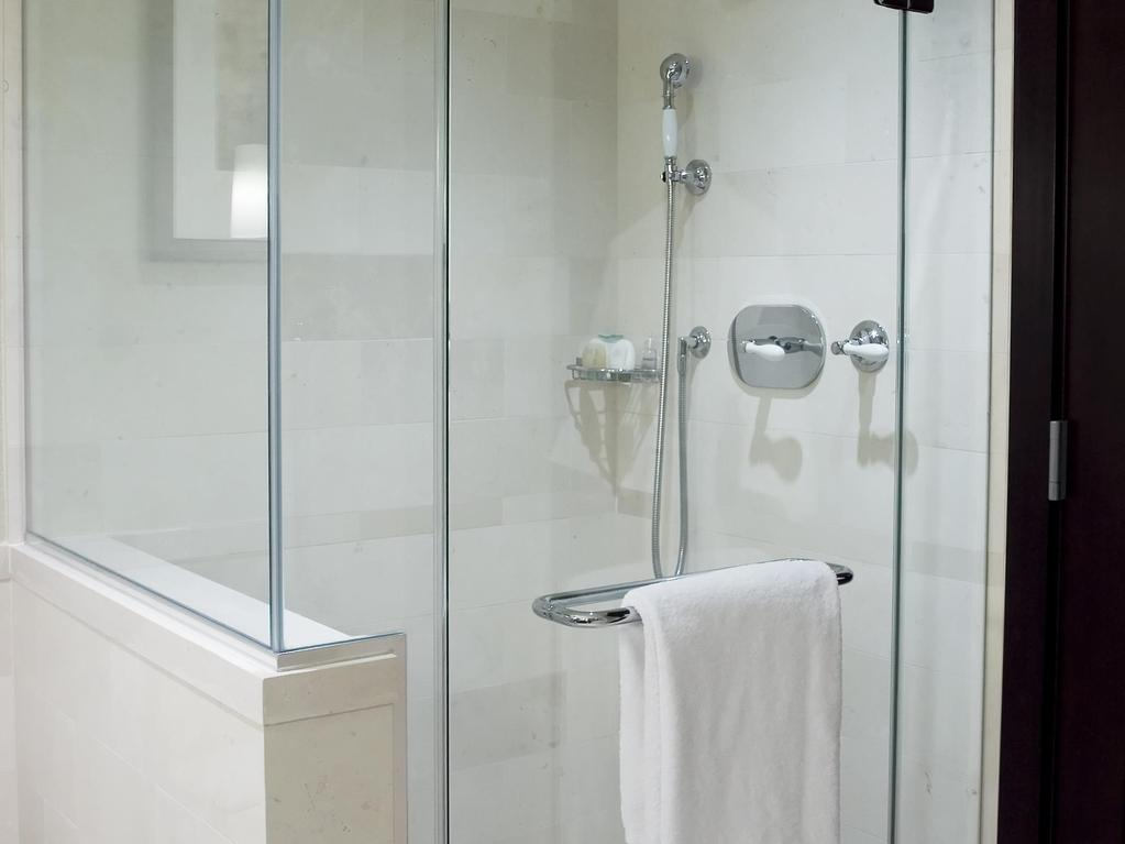 De Bain Prête à Poser Pour Handicapé - Salle de bain handicape