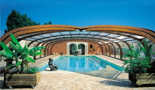 Abri de piscine cintr principe crit res de choix ooreka for Piscine bois comparatif