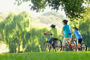 Famille velo parc espace vert