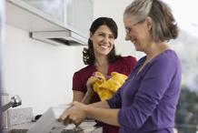 Femmes vaisselle serviette jaune
