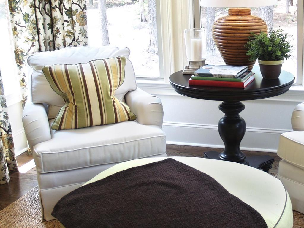 am nager une pi ce en fonction de l emplacement des fen tres. Black Bedroom Furniture Sets. Home Design Ideas