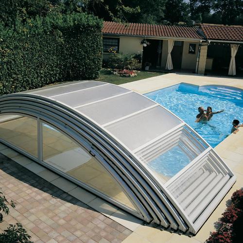 Abri de piscine ouvrant ou fixe ooreka for Abri de piscine desjoyaux
