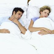 Couple malade au lit