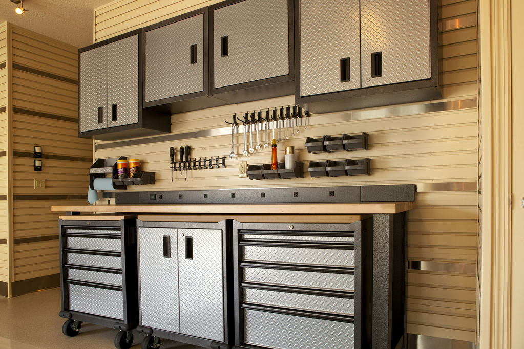 Armoire de garage : comment bien la choisir - Ooreka