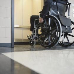 Réglementation d'un ascenseur adapté aux handicapés
