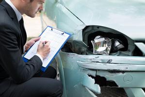 Estimation de la valeur de remplacement d'un véhicule par un expert après accident