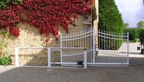 Portails toutes les infos sur la motorisation de votre portail coulissant - Poteau pour portail coulissant ...