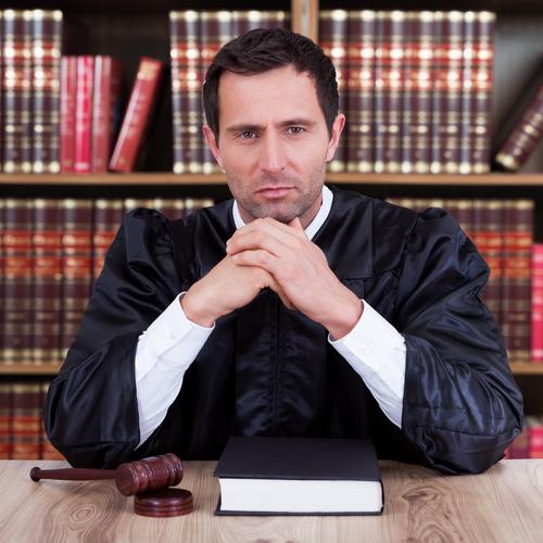 Comment porter plainte contre un juge ?