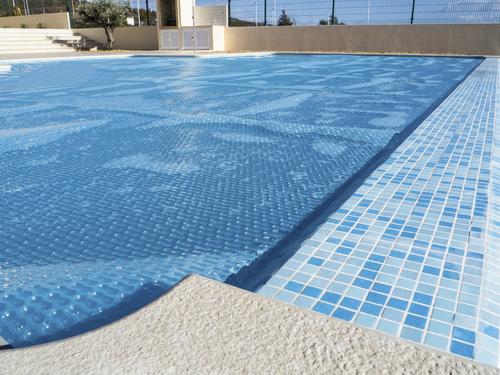 Bache solaire infos sur les types de b ches solaire et prix for Bache bulles piscine