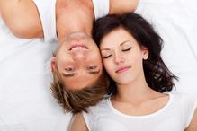 Couple content tetes lit