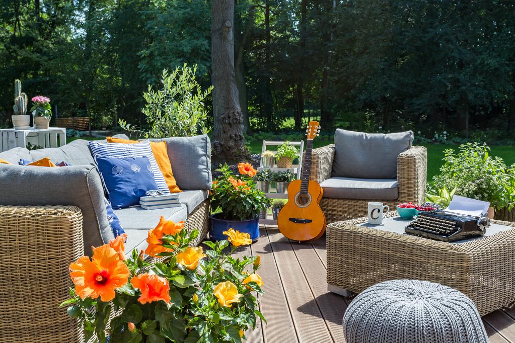 banquette de jardin mat riaux entretien et prix ooreka. Black Bedroom Furniture Sets. Home Design Ideas