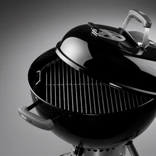 Ce barbecue dispose d'une surface de cuisson circulaire de 47 cm de diamètre