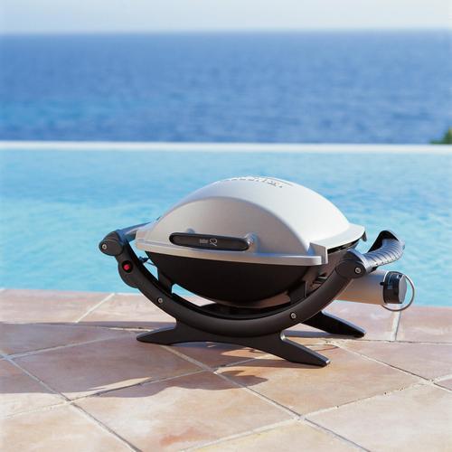 Ce barbecue électrique fonctionne grâce à un simple branchement et une résistance électrique