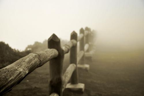 Une barrière en bois