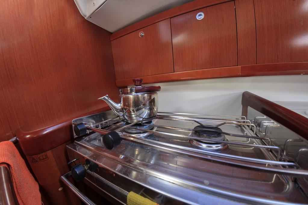 chauffe eau pour bateau nergie crit res de choix prix. Black Bedroom Furniture Sets. Home Design Ideas