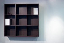 biblioth que suspendue une tag re de rangement en hauteur. Black Bedroom Furniture Sets. Home Design Ideas