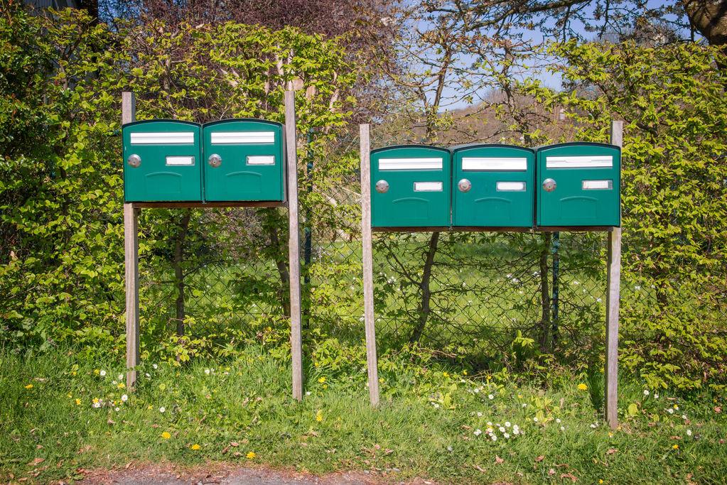 Bo te aux lettres sur pied ooreka - Boite aux lettres sur porte d entree ...