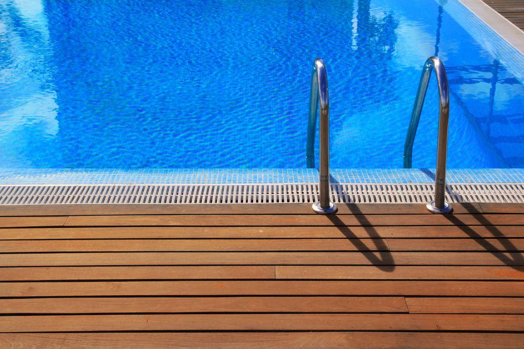 Chelle de piscine pas ch re crit res de choix et prix ooreka - Piscine sans margelle ...