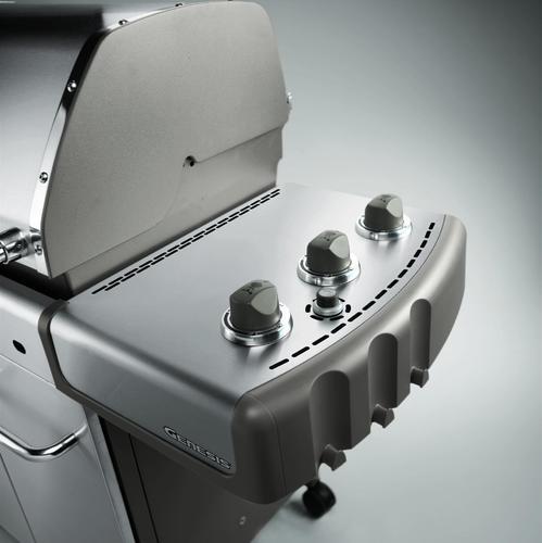 Un barbecue à gaz fonctionne de la même manière qu'une cuisinière à gaz, via des brûleurs