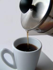 Quelles sont les caractéristiques et les prix des différents modèles de cafetières ?