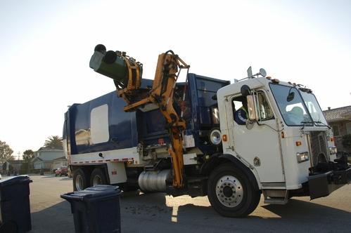 Un camion de poubelle