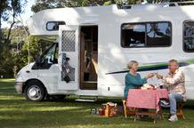 Camping car exterieur couple