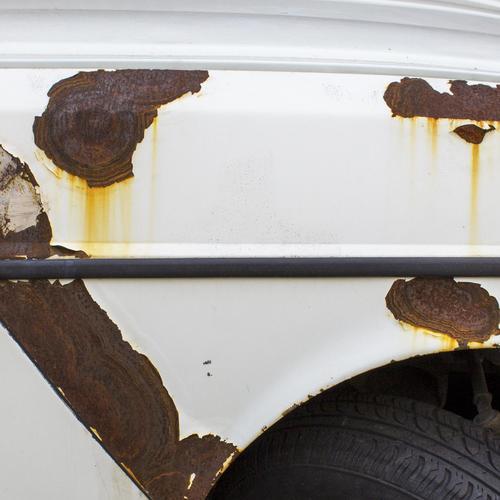 Enlever la rouille sur la carrosserie d'une voiture