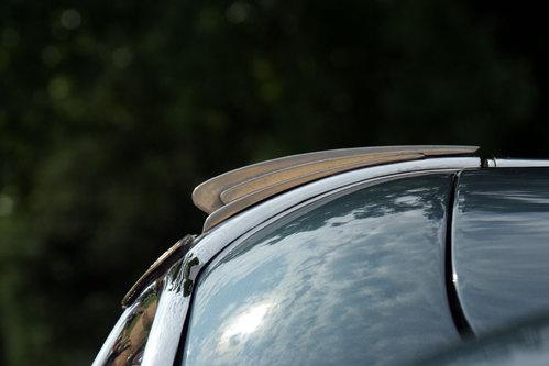 Une carrosserie de voiture